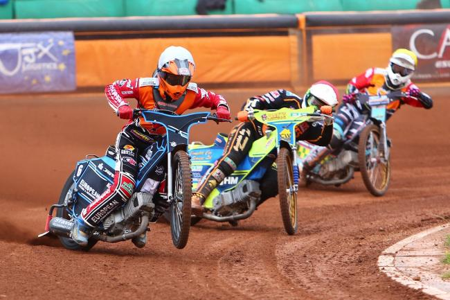 Ellis Perks heads to the front for Swindon Robins in this heat against Wolverhampton Wolves. PICTURE: LES AUBREY