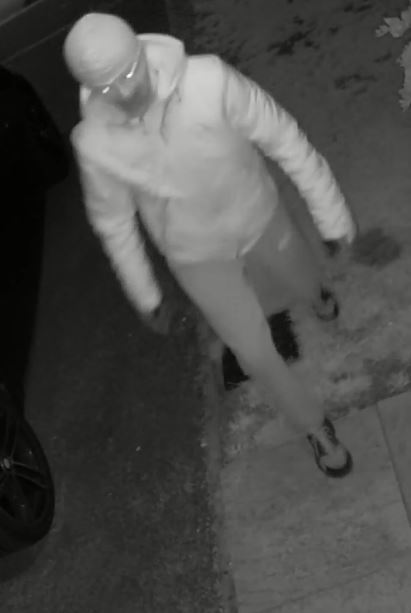 Pair spotted trying front doorhandles and stealing from vehicles in Haydon Wick