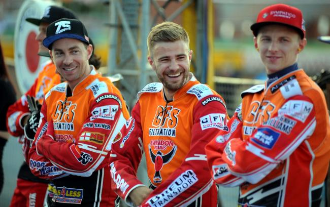 Rasmus Jensen (centre) and Swindon Robins team-mates will be hoping to set the record straight against Poole Pirates tonight after losing 46-44 at Wimborne Road on Monday