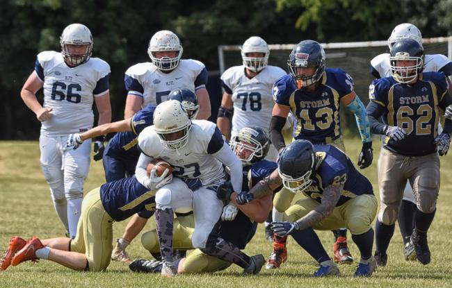 Action from Swindon Storm's clash against London Blitz PICTURE: STEVE BRENNAN