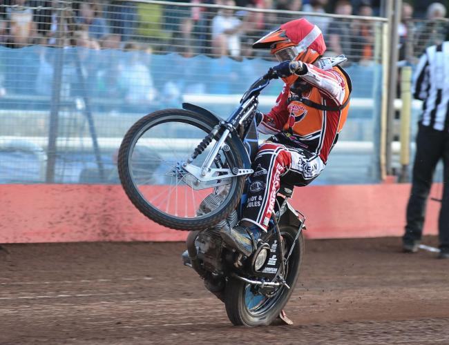 Swindon Robins v Poole Pirates      Pic Dave Evans.Ellis Perks wins heat two.