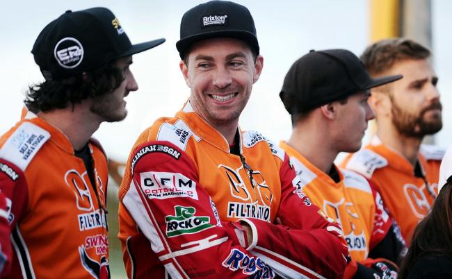Swindon Robins v Peterborough Panthers   Pic Dave Evans.Troy Batchelor enjoys a joke with colleagues.