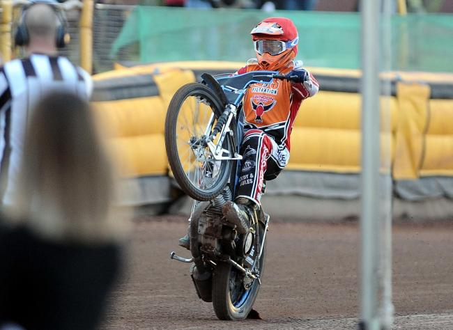 Swindon Robins v Peterborough Panthers   Pic Dave Evans.A victory salute from Ellis Perks following his victory in heat two.