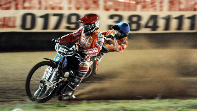 Swindon Robins v Belle Vue        Pic Dave Evans.Jason Doyle and Adam Ellis winners of heat  six.