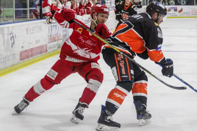 Swindon Wildcats (red) and Telford Tigers were evenly matched on Sunday night. PICTURE: KAT MEDCROFT