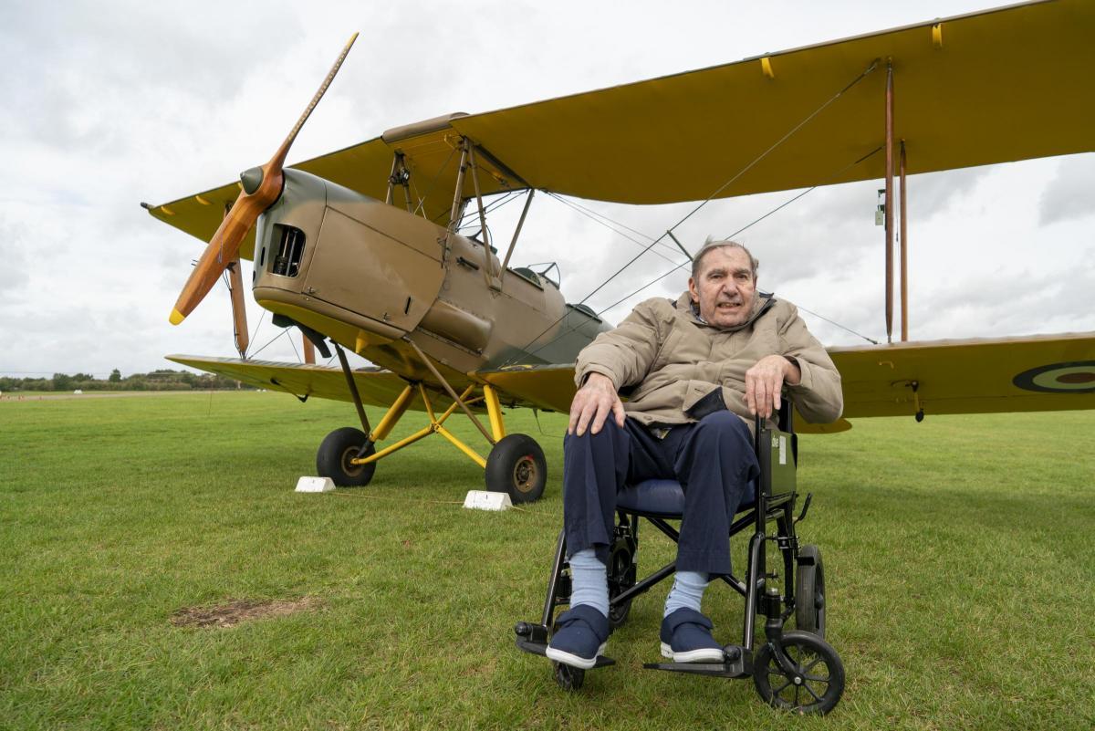 ?type=responsive gallery fullscreen - Veterano da RAF de 83 anos realiza sonho de voltar aos céus