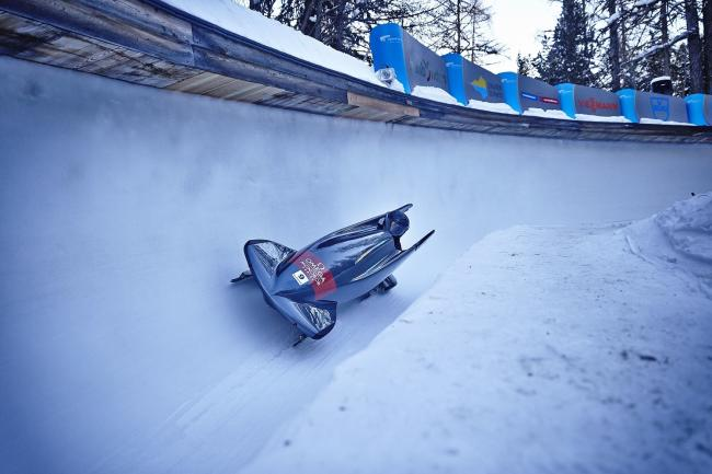 Injured veteran Corie Mapp, from Swindon, has become the first Briton to claim a European Para-bobsleigh title