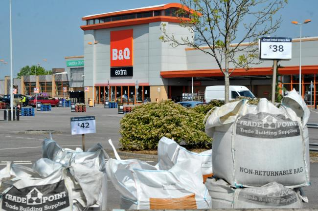 CORONAVIRUS: B&Q reopens in Swindon (But with strict social distancing measures)