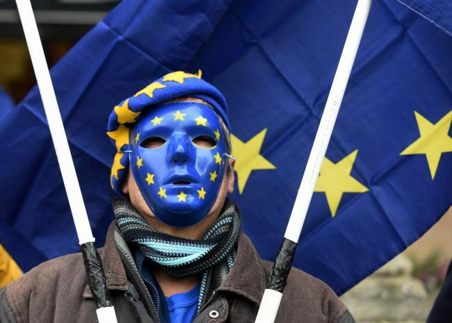 November  18   2017....Photograph   SIMON PIZZEY......Pro-Europe   Steve Rouse from Swindon for Europe......Brexit rallys Stroud Subscription Rooms Forecourt..........