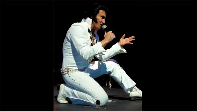 Michael King as Elvis. Picture: Facebook/ On Tour With Elvis