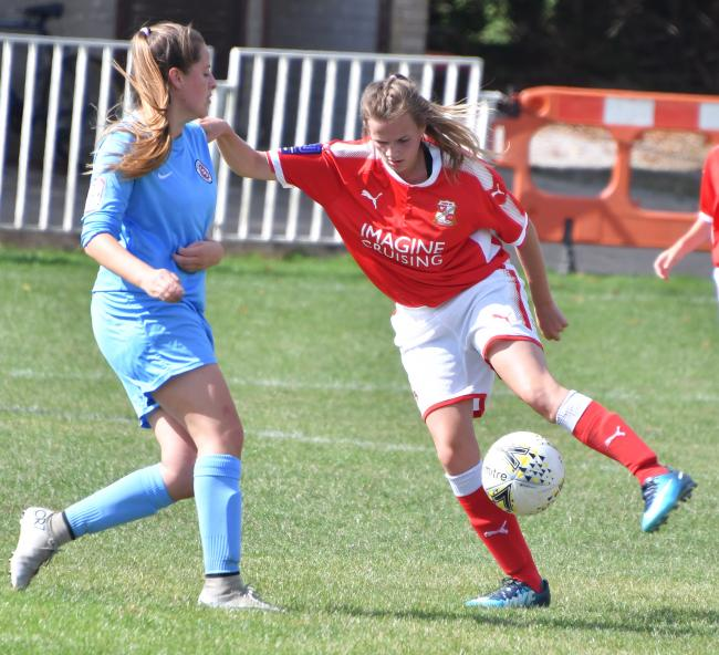©Calyx Picture Agency .Swindon Town Ladies v Poole Town Ladies..Town's Rianne Lewis.