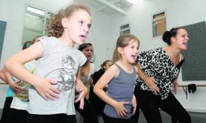 Pupils of Tanwood School for Performing Arts rehearse with Eylsia Lawrence