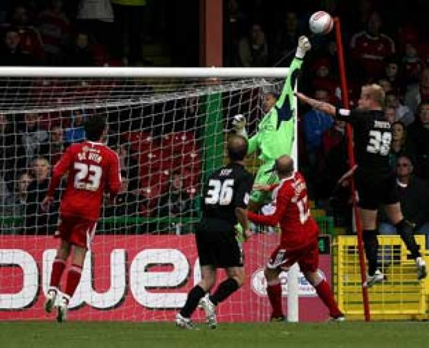 Swindon Advertiser: Wes Foderingham keeps his fourth clean sheet in a row against Bradford