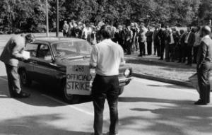 Gas workers on strike in Chapel Street, Swindon, in 1979