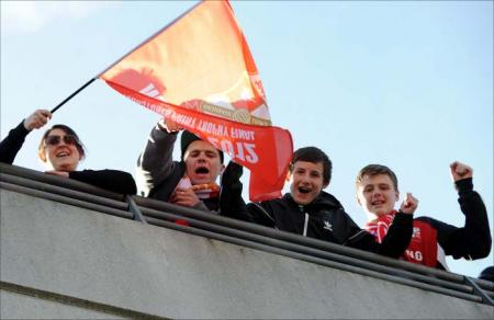 Thousands of fans in the Red and White Army flocked to Wembley to cheer on Swindon Town against Chesterfield
