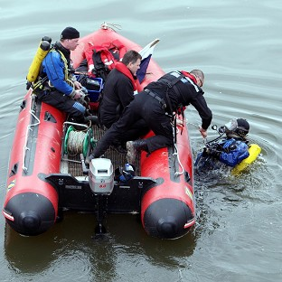 Divers help in search for river boy