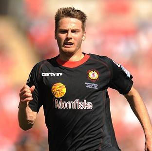 Manchester United have signed midfielder Nick Powell on a four-year deal from Crewe