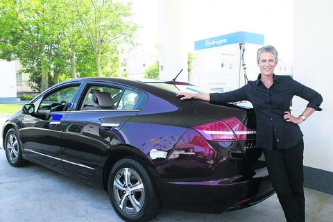 Actress Jamie Lee Curtis with her hydrogen-powered Honda   Pictures: Alex Berliner©Berliner Studio/BEImages