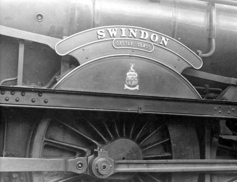 The splasher on the GWR Castle Class locomotive No. 7037