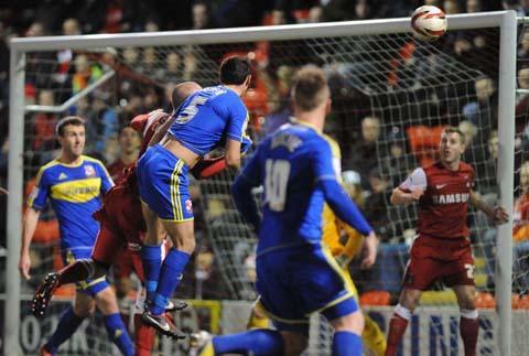 Swindon Town's Joe Devera goes close against Leyton Orient last night