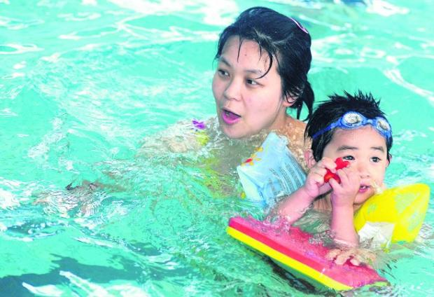 HAVING A SPLASHING TIME Children will be able to swim for free at Lime Kiln Leisure Centre in Royal Wootton Bassett during the school holiday