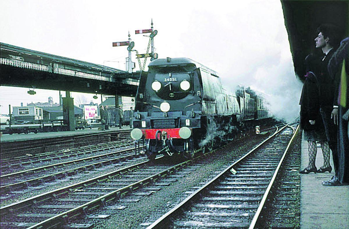 2469101 - Rail trespassers of 1965