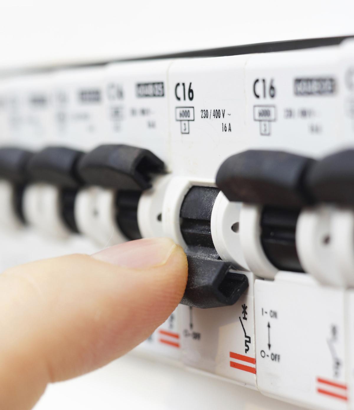 Electricity engineers restore power in Wiltshire