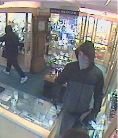 Police release CCTV images of armed robbery