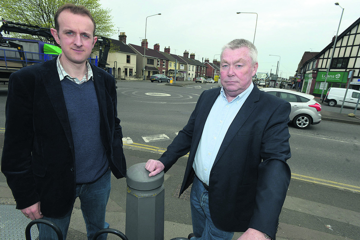 Coun Mark Dempsey and Joe Tray at the Moonrakers roundabout