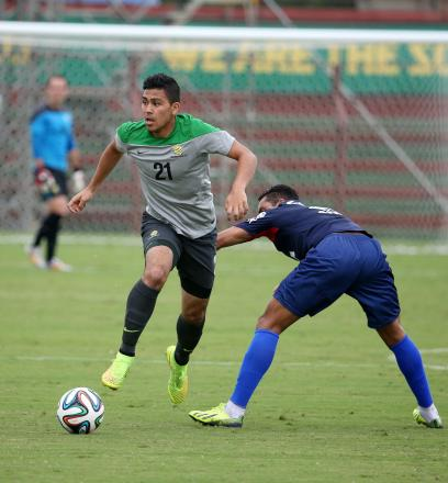 Massimo Luongo in action for the Socceroos against Paraná Club