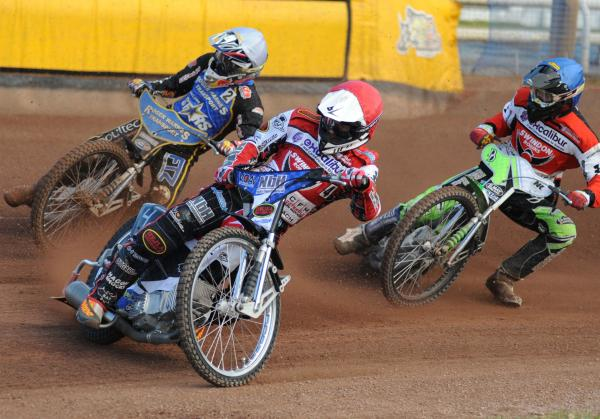 Simon Gustafsson in action for Swindon Robins last night