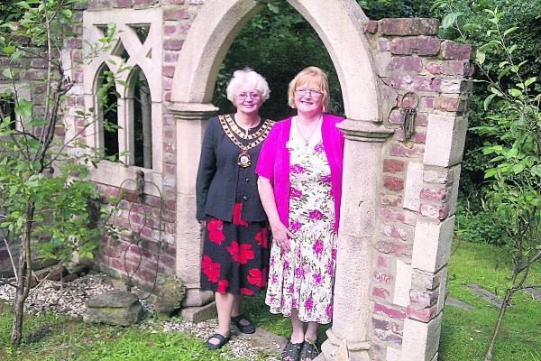 arol Gibbons, who opened her garden for Prospect Hospice, was joined by Mayor Theresa Page as she offered supporters of the charity a behind-the-scenes glimpse