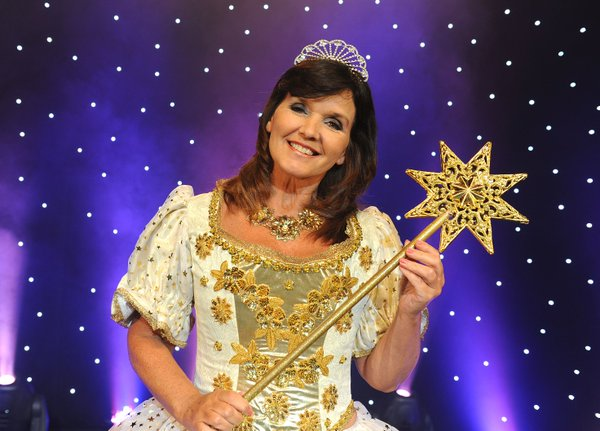 EVERYBODY SING - CINDERELLA PANTO WORKSHOP with MAUREEN NOLAN and SOPHIE HAYNES