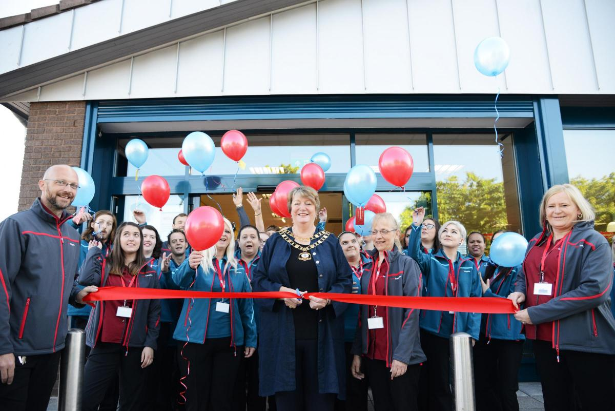Shoppers Descend To Home Bargains Opening Swindon Advertiser