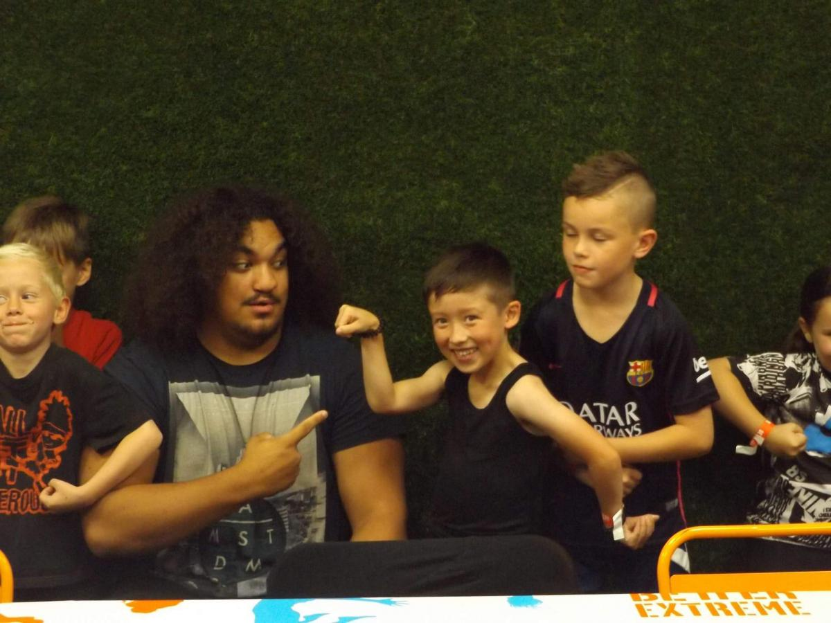 Wrestler Surprises Sevenyearold At Birthday Party Swindon - Childrens birthday party ideas swindon