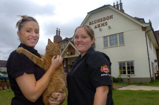 Ember the cat has been barred from the Blunsdon Arms, pictured with Kellie Watkins and Sarah Harrison