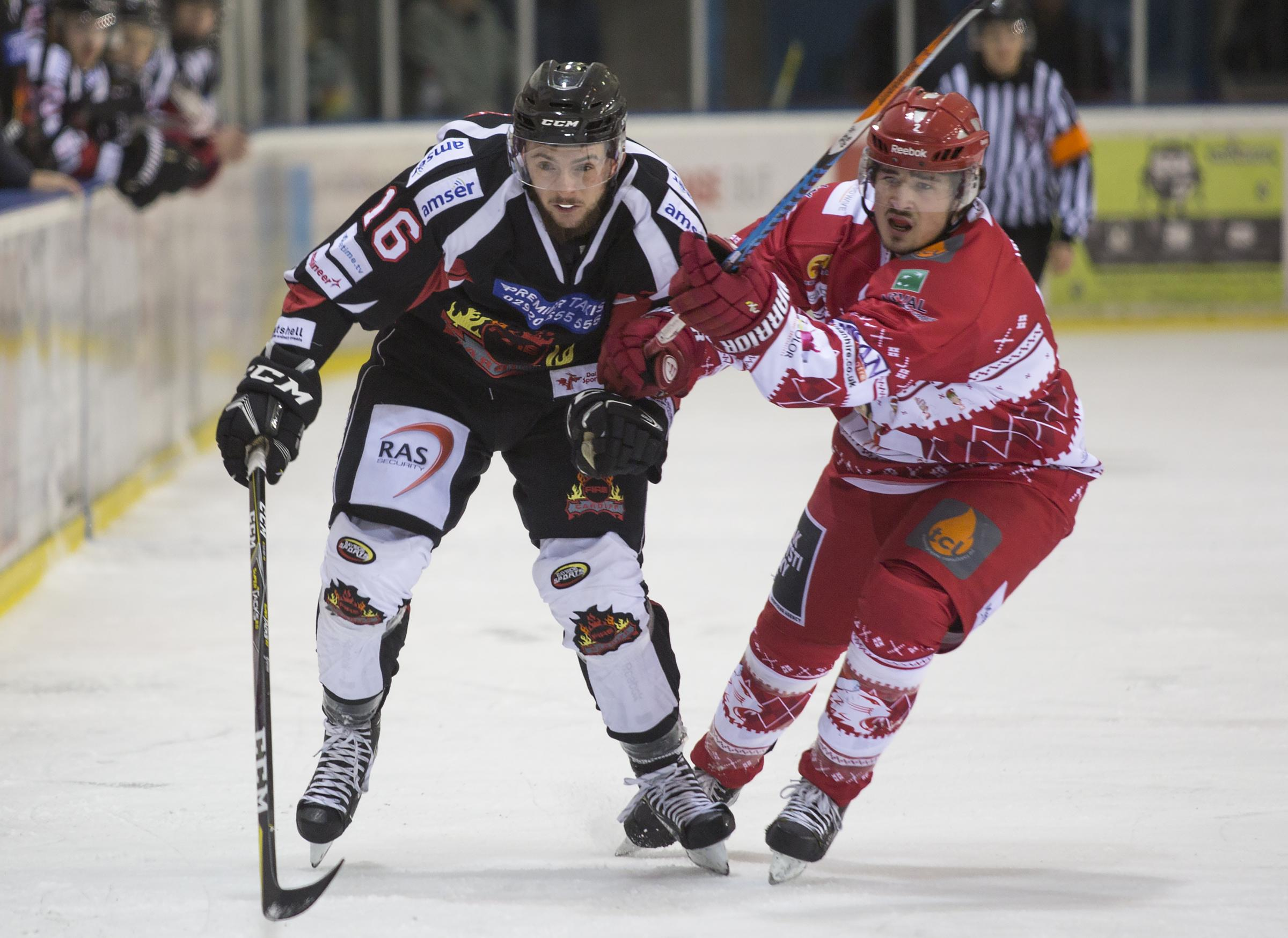 Swindon Wildcats' Floyd Taylor (red) in action. PICTURE: RYAN AINSCOW