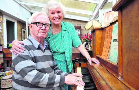 Tributes pour in for Tanwood's Mr John | Swindon Advertiser