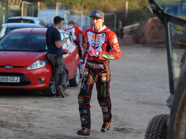 Swindon Robins v Kings Lynn        Pic Dave Evans.Mitchell Davey gets ready.