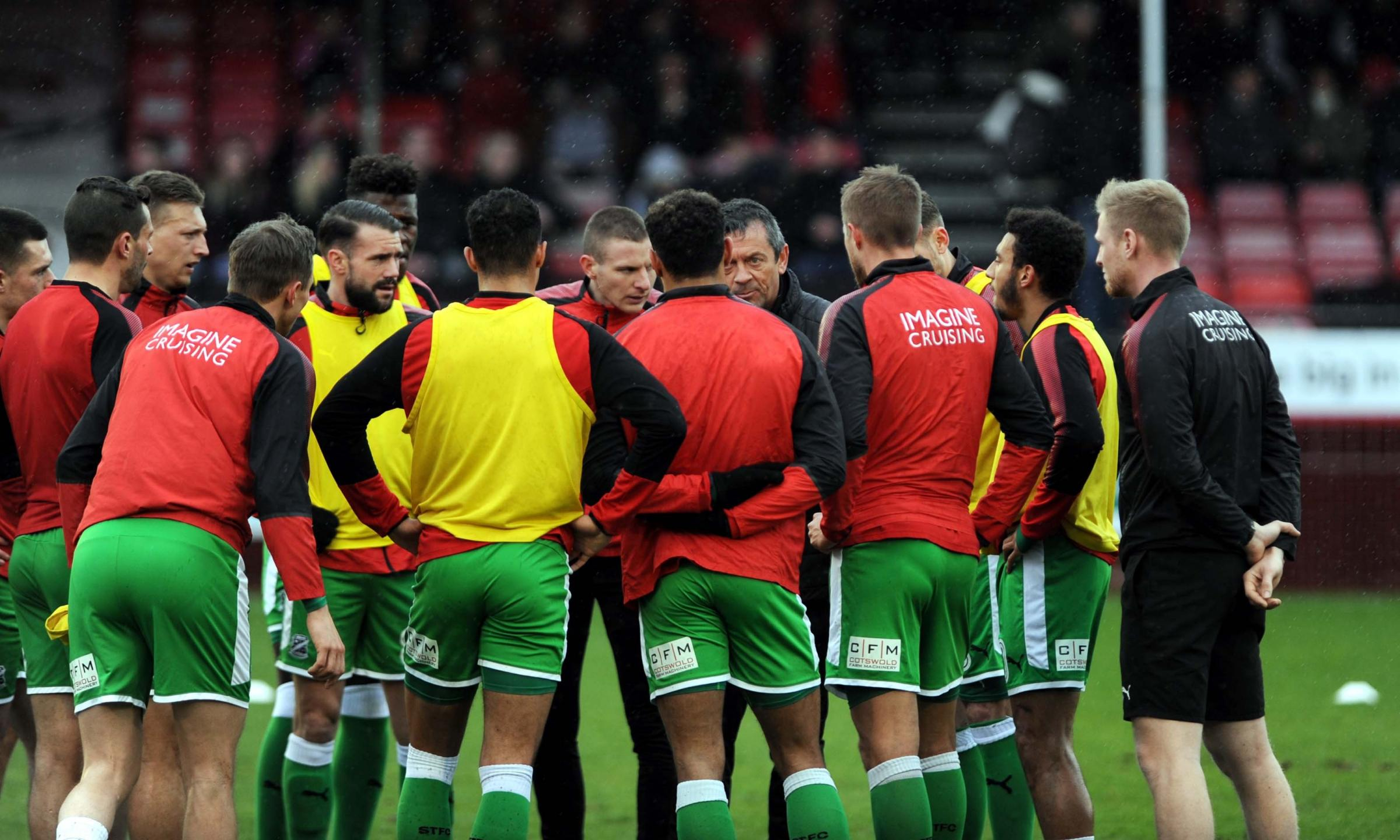 Crawley v STFC         Pic Dave Evans      2.4.18.Phil Brown's pre match team talk.