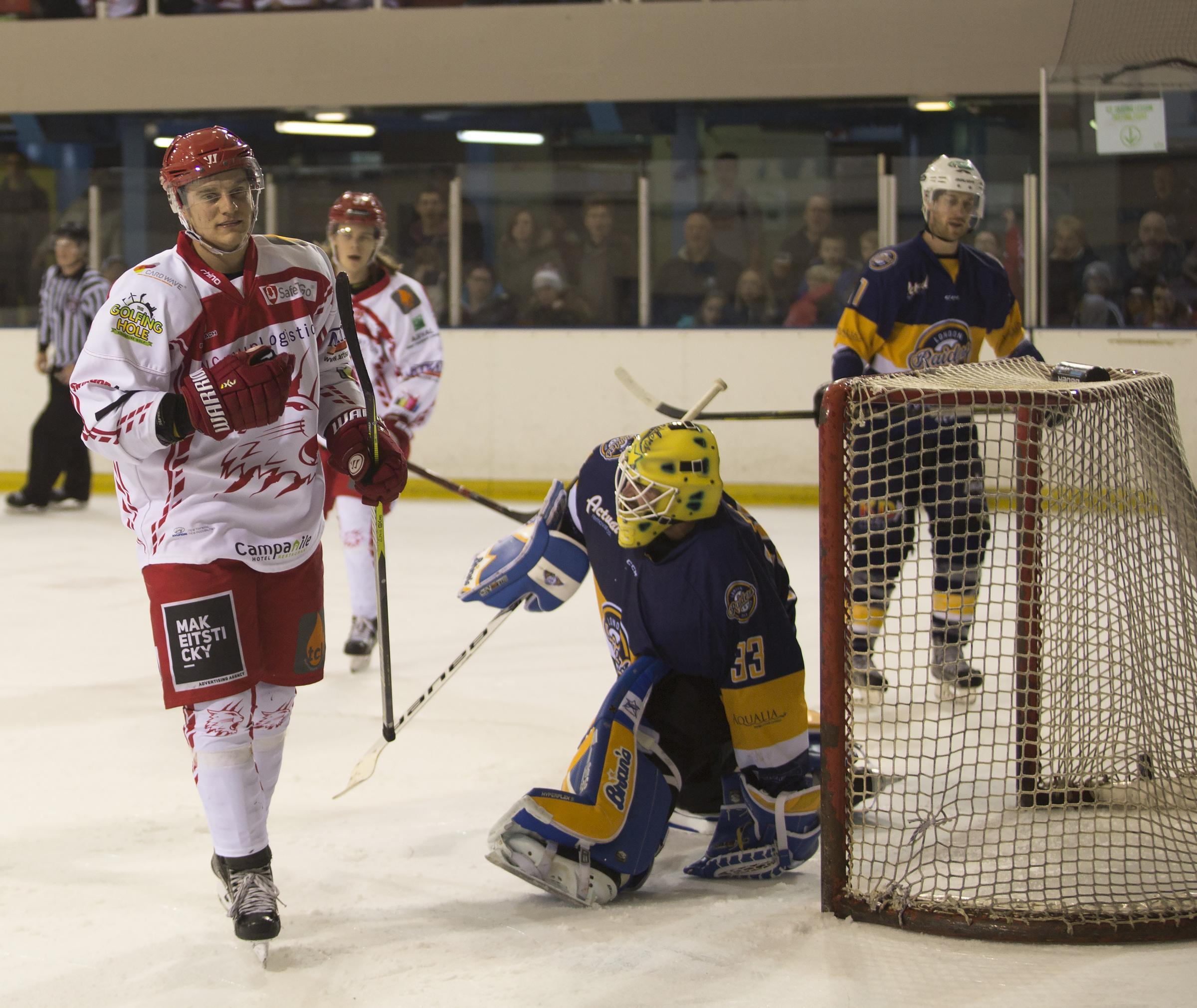 Swindon Wildcats Vs London Raiders, Chris Jones scroes another goal for the Cats Picture Ryan Ainscow, 13.01.18.