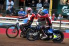 Swindon Robins v Leicester      Pic Dave Evans   8.8.18Adam Ellis and Tobiasz Musielak, first and second in heat three.