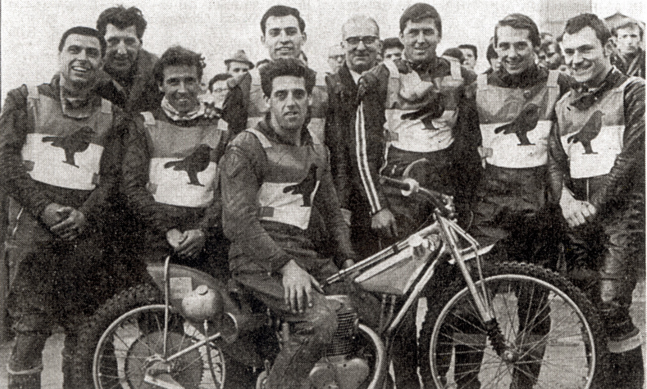 Pete Munday (far left) with the 1967 Swindon Robins' title winning team
