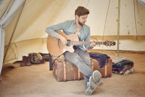 Singer/songwriter Rob Richings comes home to Swindon for Christmas