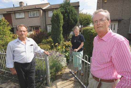 Pic By Dave Cox.A campaign group has been set up against the possibilty of Swindon council transfering  its housing stock to a housing asssociation.left 2 right .Pic - Brian Shakespeare , Eileen George , Martin Wicks.Date 1/8/11.
