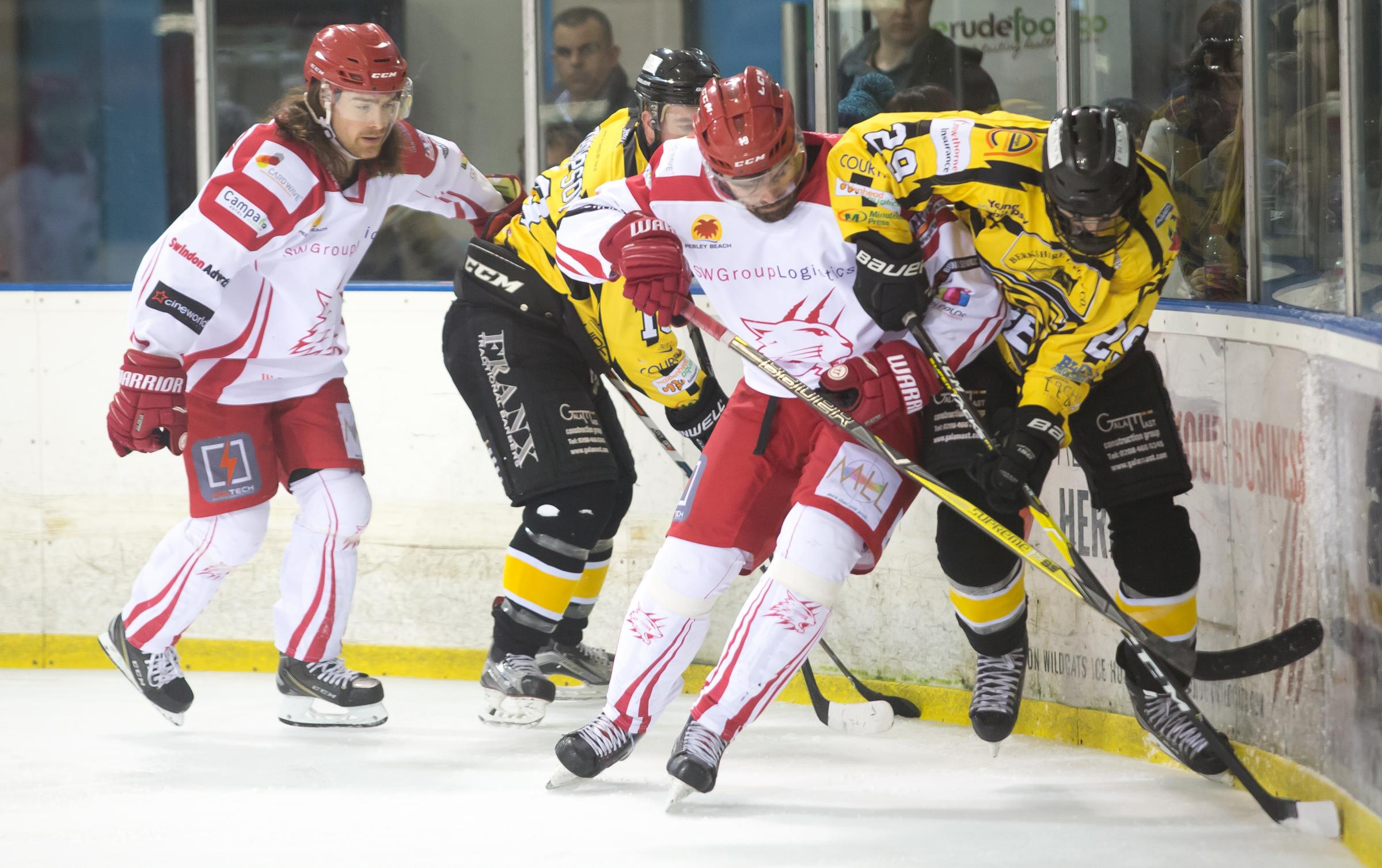 Swindon Wildcats Vs Bracknell bees 01.01.19, Picture Ryan Ainscow, Aaron Nell in the thick of the action