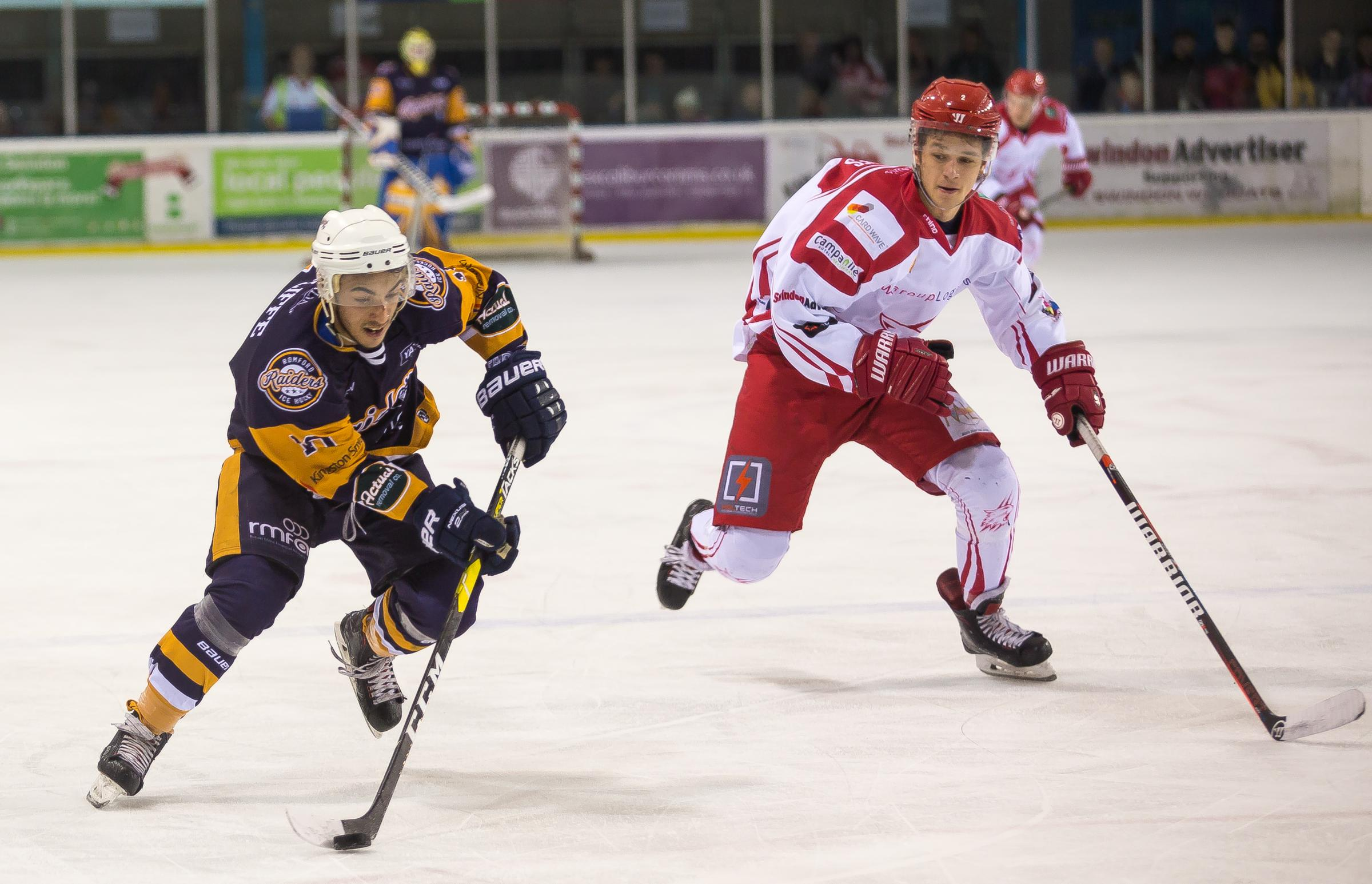 Action from Swindon Wildcats' 6-1 win over Raiders. PICTURE: RYAN AINSCOW