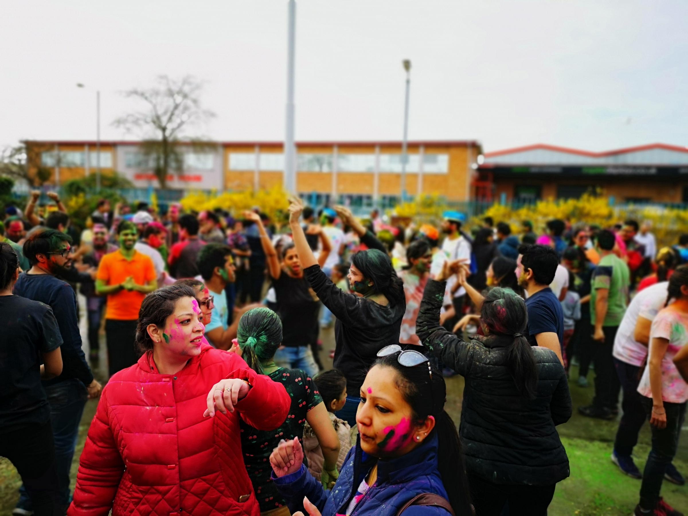 More than 1,000 people enjoy colourful Holi Festival