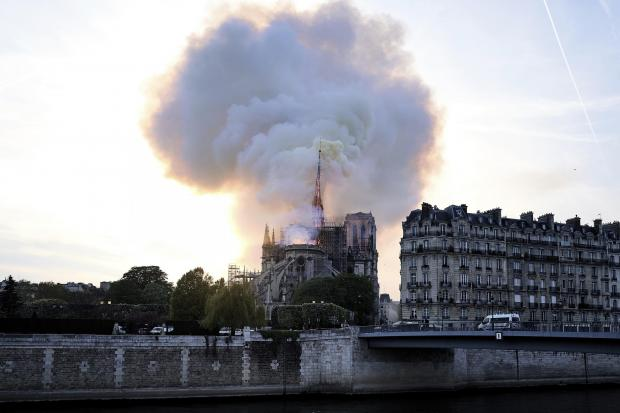 Swindon Advertiser: France Notre Dame Fire