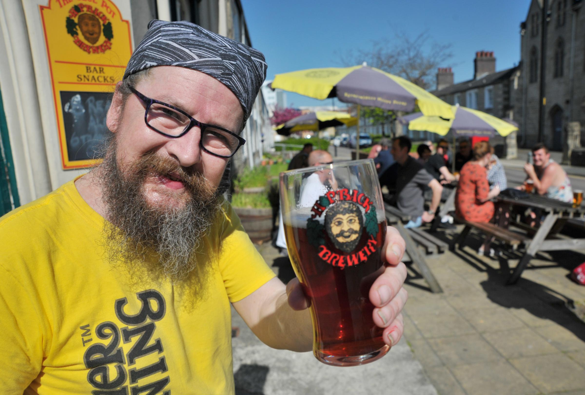 PICTURES: Sun proves a draw for drinkers at Glue Pot's ale festival